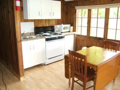 08 - Kitchen and dining area