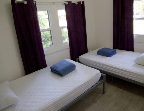 07---Western-purple-bedroom